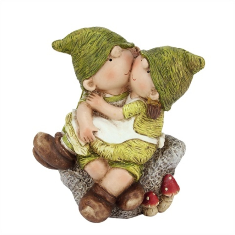 gnome kissing