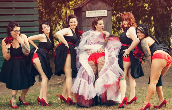 bridesmaids-butts-wedding-photos-1-605x385