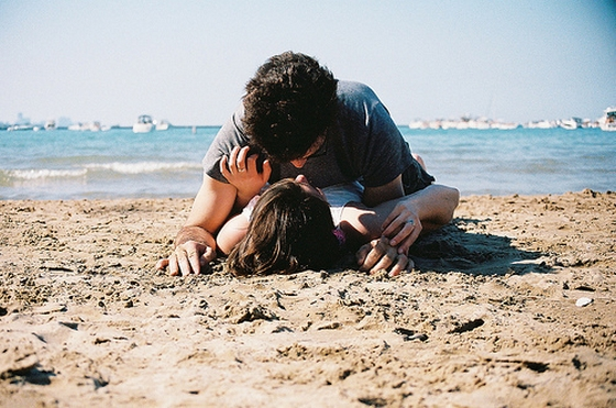 kiss-sand