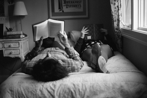couple-reading