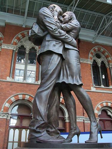 couple-statue
