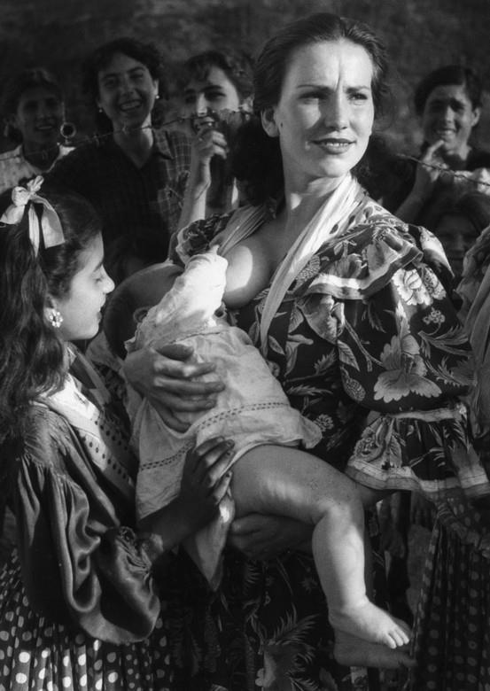 gypsy-breastfeeding