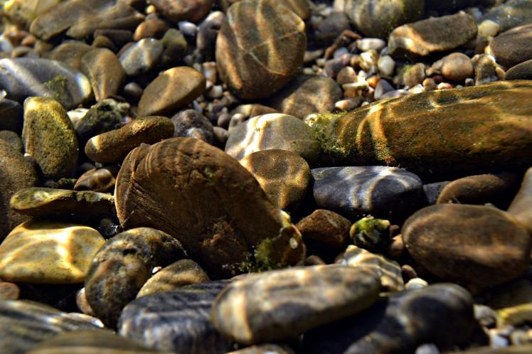 stones-under-water